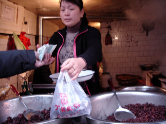 2006 china woman food