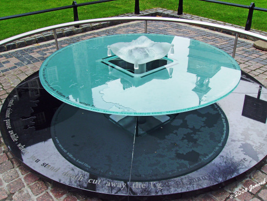 reflectionthursday londontower sundial