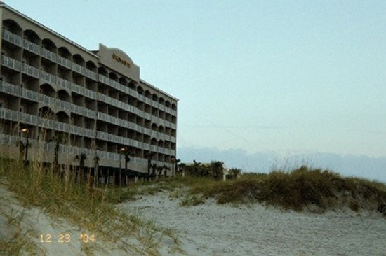 HOTEL ON FLA. BEACH FIRST PHOTOS WITH NEW 35 CAMERA