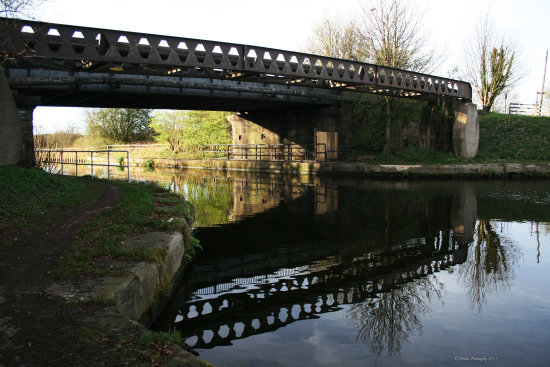 reflectionthursday bridge aire calder canal