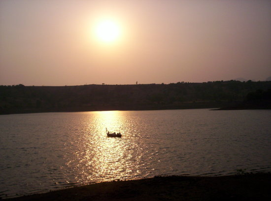 bhandardara lake arthur boating sunset