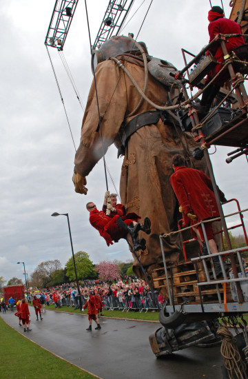 giant spectacular sea odyssey liverpool cai lillipitian diver