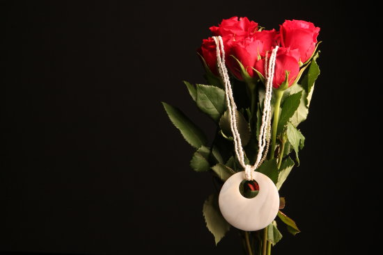 Red Roses Shell Necklace Romantic Valentine