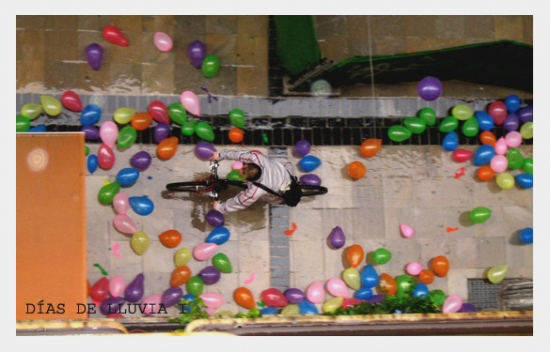 Rainy days can be sad or happy, for this people in Granada St in M�laga, was a happy day...and th...