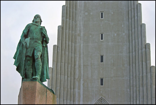 leif the lucky hallgrimskirkja church reykjavik iceland statue famous viking