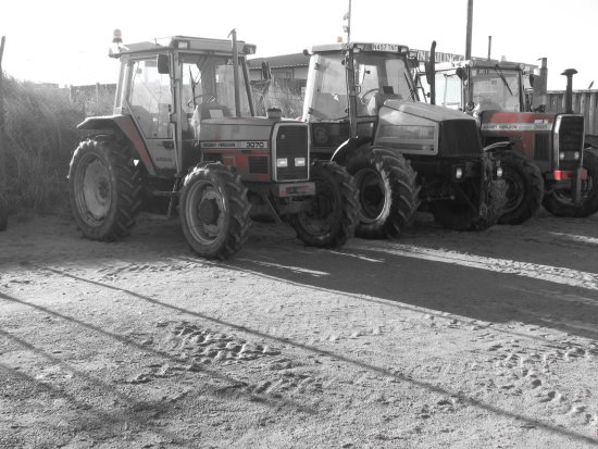 tractors colouraccent monochrome beach