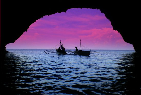 boats fishermen philippines silhouttes purple blue water