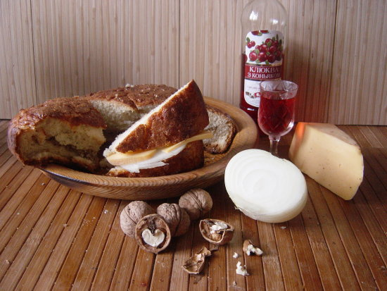 Meet bread with cheese and spanish white onion