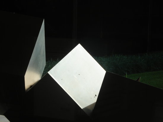 LIGHT EFFECTS ON THE GARDENS SCULPTURE