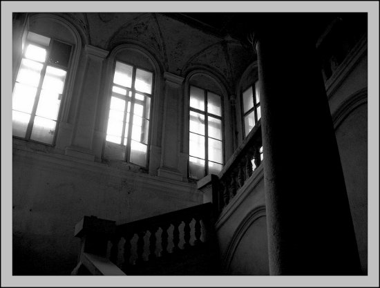 windows stairway column castle bw