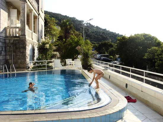dubrovnik kroatia montello swimmingpool water blue