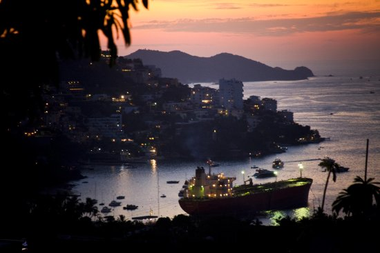acapulco mexico guerrero bay ship sunset