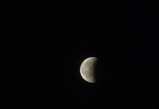 Last nights Lunar eclips. Because of the heavy clouds I could only capture the last bit.