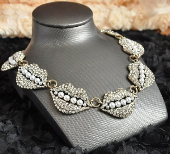 Hot Sale Glisten Crystal Lip Shape Alloy Necklace Free Shipping