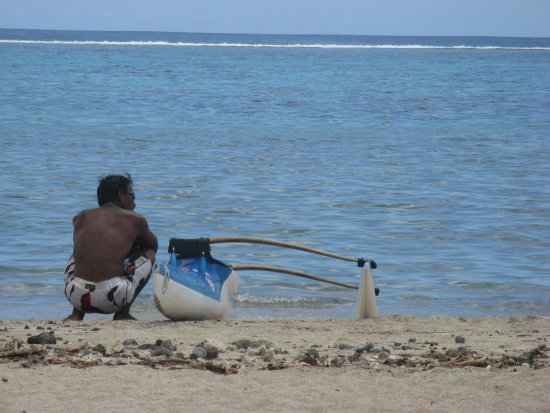 L'homme,  son va'a et l'oc�an Pacifique The man, his canoe and the Pacific O anthropos, i varka...