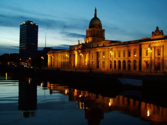 This is the Customs House on the quays in Dublin City.