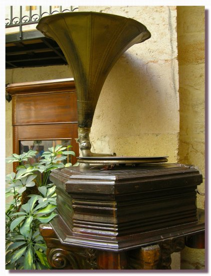 syria aleppo decoration gramophone stillifefriday syrix alepx decox