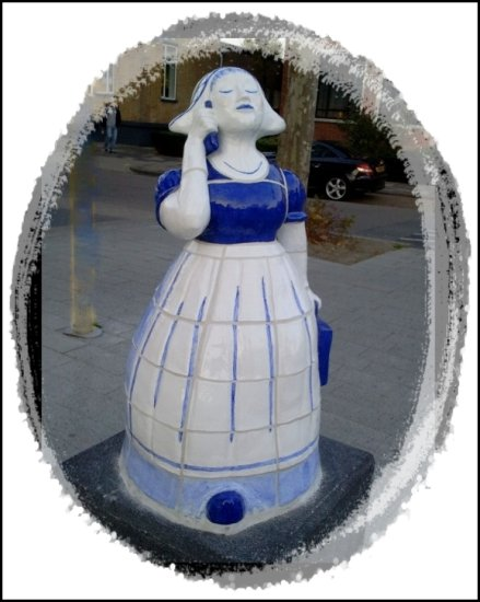 I spotted this statue last week.....  Its about 1 meter high.  I made this picture with my cellp...