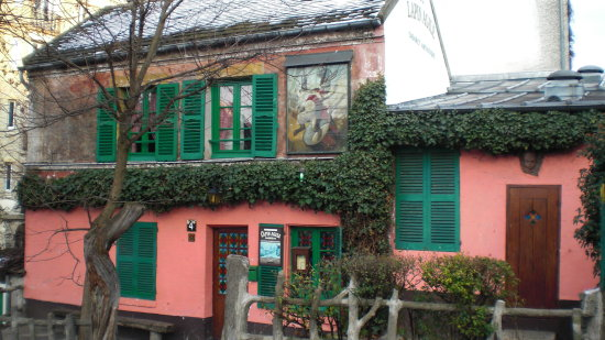 Paris le Lapin agile little place for cabaret
