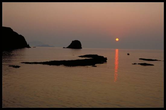 DistantSunset sea sun sunset greece greekislands milos apolonia