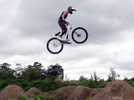 boy jump mtb mountainbike bike dirtjumps extreme stp