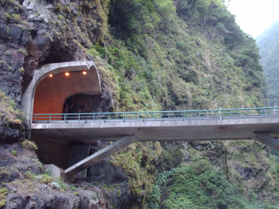 2009 portugal madeira saovicente ribeiradoinferno tunnel bridge valley deep