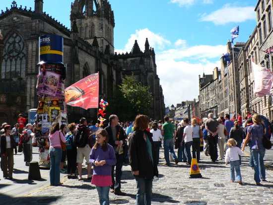 Hanging around in the Royal Mile at the Edinburgh Festival !