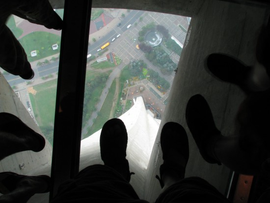 glass floor cn tower