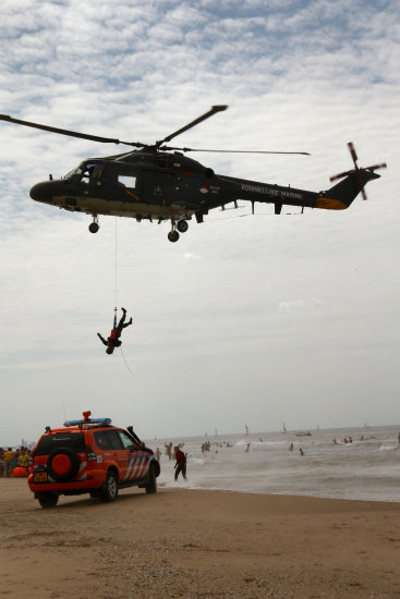 sar searchandrescue katwijk helicopter beach jeever jolie action danger