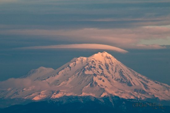 mount shasta snow mountain lenticular cloud