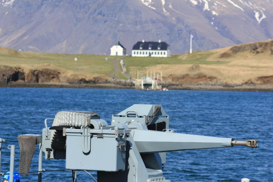 Europian NAVY boats in Reykjavik - and showing off there weapons  Here you can also see my video...