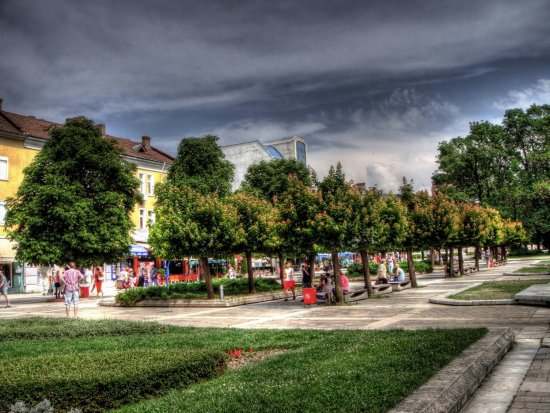 city alee park hdr photomanipulation photomatix Pleven Bulgaria