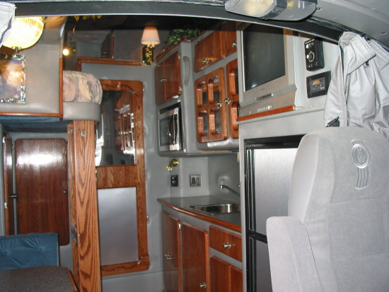 Kenworth Sleeper Interior http://www.fotothing.com/TrueCustom1/photo/adc253809e9114f1c0e5b846fa2c5537/