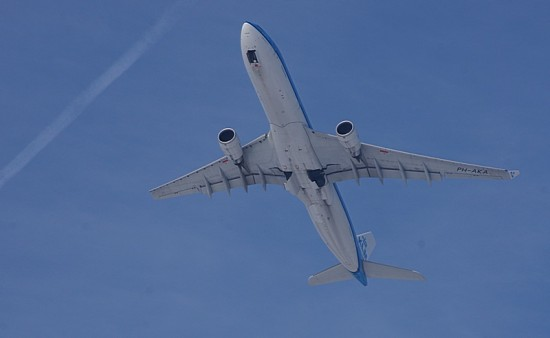 last pictures of Airplanes we spotted last sunday ... great to watch airplanes take-off and landi...