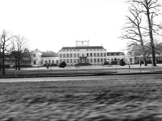 Palace Soestdijk from a driving