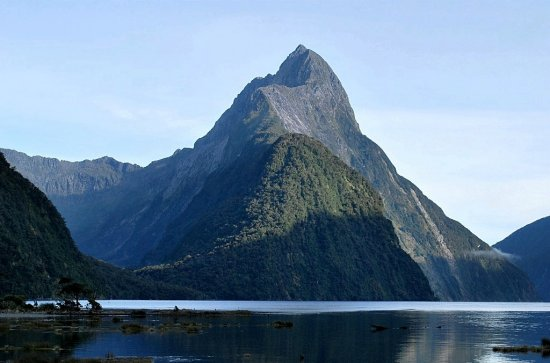 mitre peak milford sound fiordland mountains south island nz