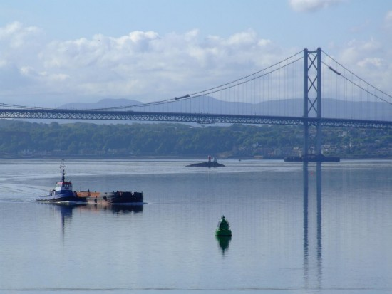 scotland rosyth forth bridges ship