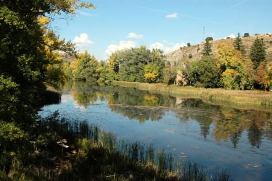 Beautiful Duero-river in autumn