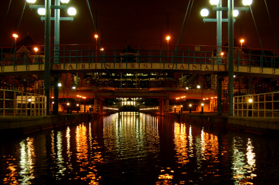 salford quays manchester night reflectionthursday