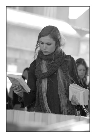 london bw woman people books blackwhite niziolek seriesbooks