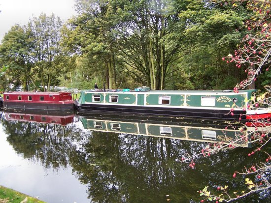 Barges Leeds canal