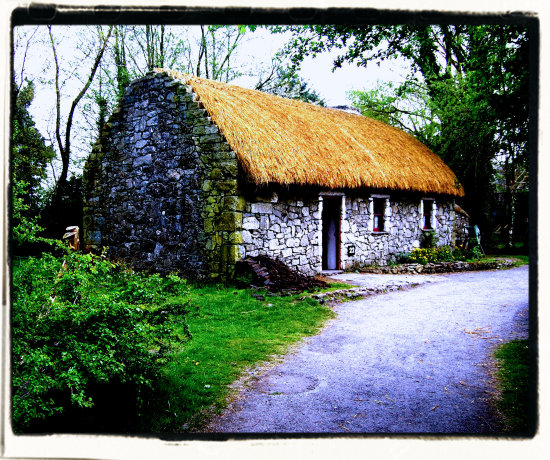 traditional ireland house cottage limerick bunratty