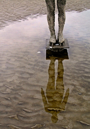 sculpture reflection gormley beach
