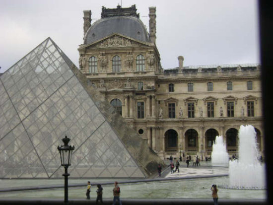 Pyramid louvre paris noraparis