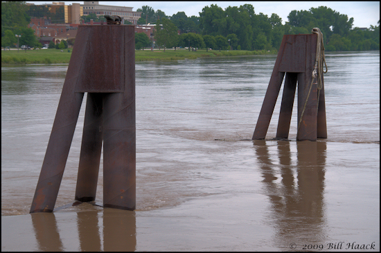 stlouis missouri us usa lanscape river water pylons sky 062009 2009