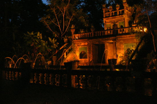 castle mansion paronella park fountain night
