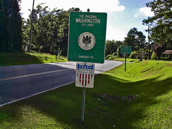 This sign represents the early settlement of Washington, N. C.    Tee next series of pictures sho...