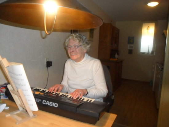 woman keyboard music