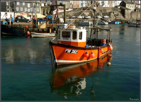 boat mevagissey harbour red sea
