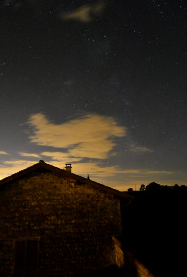 beaujolais stars night milkyway clouds autumn